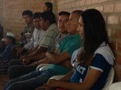 Miembros del Club, de Rotaract y de la comunidad, escuchando la presentación.